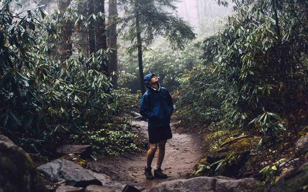 Comment faire de la randonnée sous la pluie